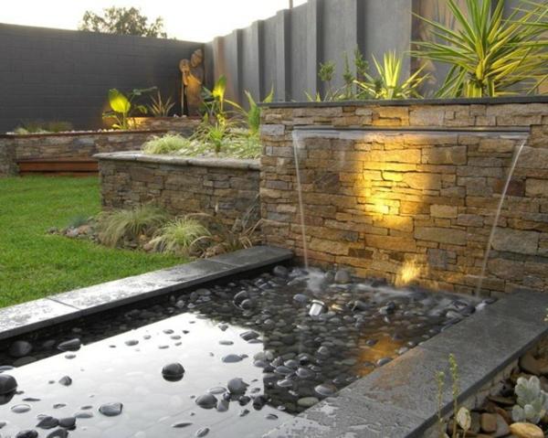 La d co ext rieure avec une fontaine murale Deco bassin exterieur