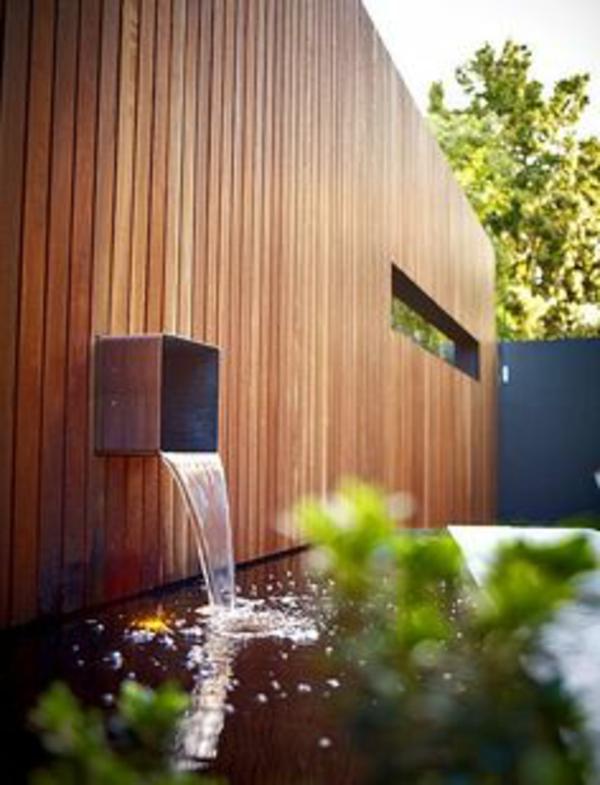 fontaine-murale-un-design-magnifique-avec-un-mur-en-bois