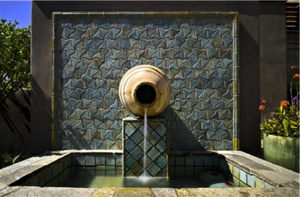 fontaine-murale-une-mosaique-magnifique-et-un-pot