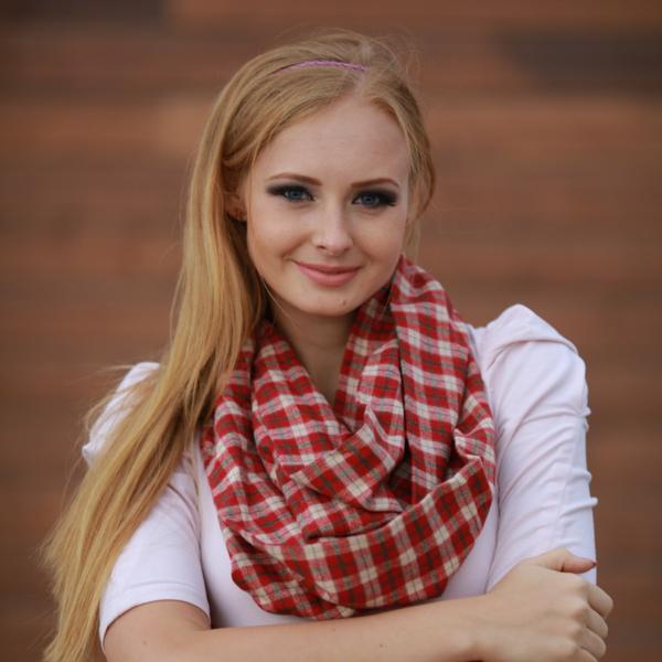 foulard-tube-dessin-carré-en-rouge-et-blanc