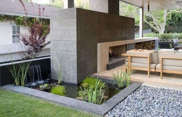 jardin-aquatique-moderne-piscine-rectangulaire-et-cheminée