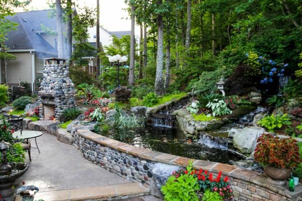 jardin-aquatique-original-lanterne-japonaise-et-cheminée-en-pierre