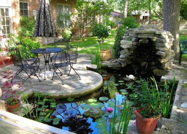 jardin-aquatique-près-d'une-maison