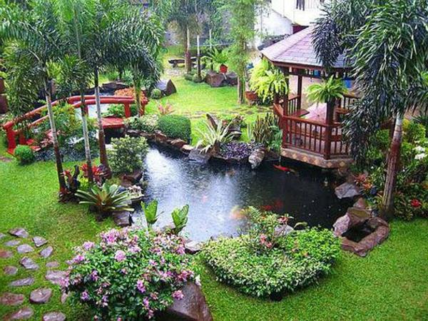 jardin-aquatique-un-lac-biologique-et-un-pont