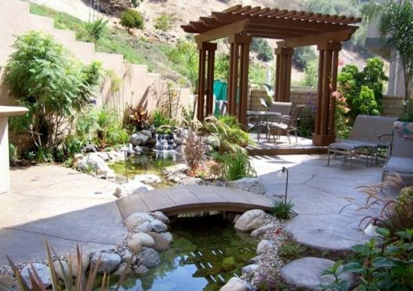 jardin-aquatique-un-petit-pont-et-abris-de-jardin