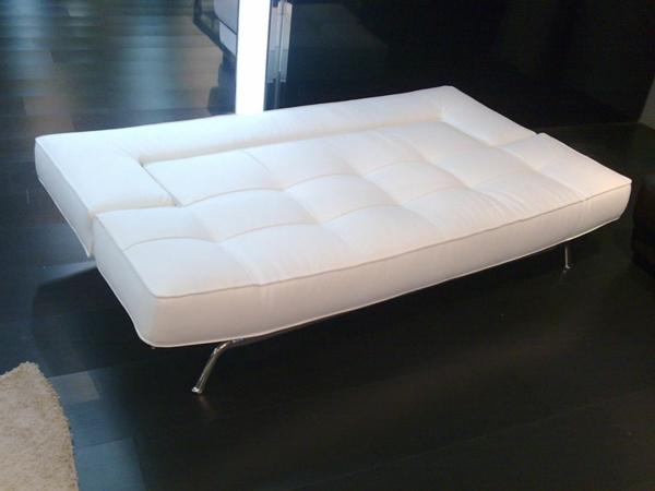 jolie-canapé-en-blanc-pour-le-salon-minimaliste