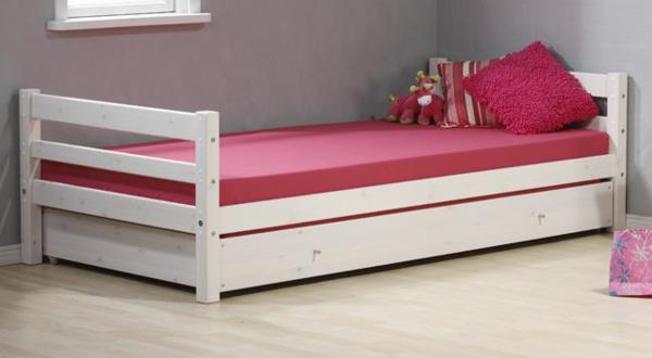 jolie-design-du-lit-en-simple-style-et-rose-avec-un-sol-du-bois