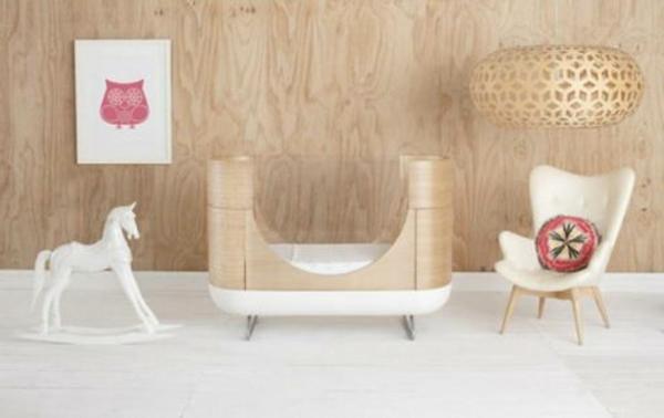 jolie-lit-evolutif-en-bois-avecune-cadre-en-bois