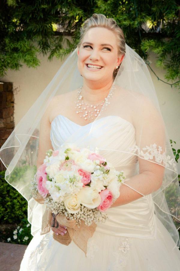 jolie-robe-de-mariage-et-bouget-de-mariage