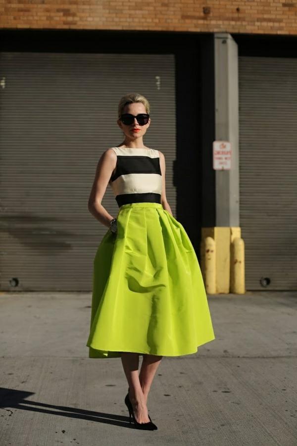 jupe-évasée-couleur-néon