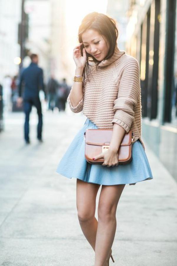 jupe-évasée-courte-bleue