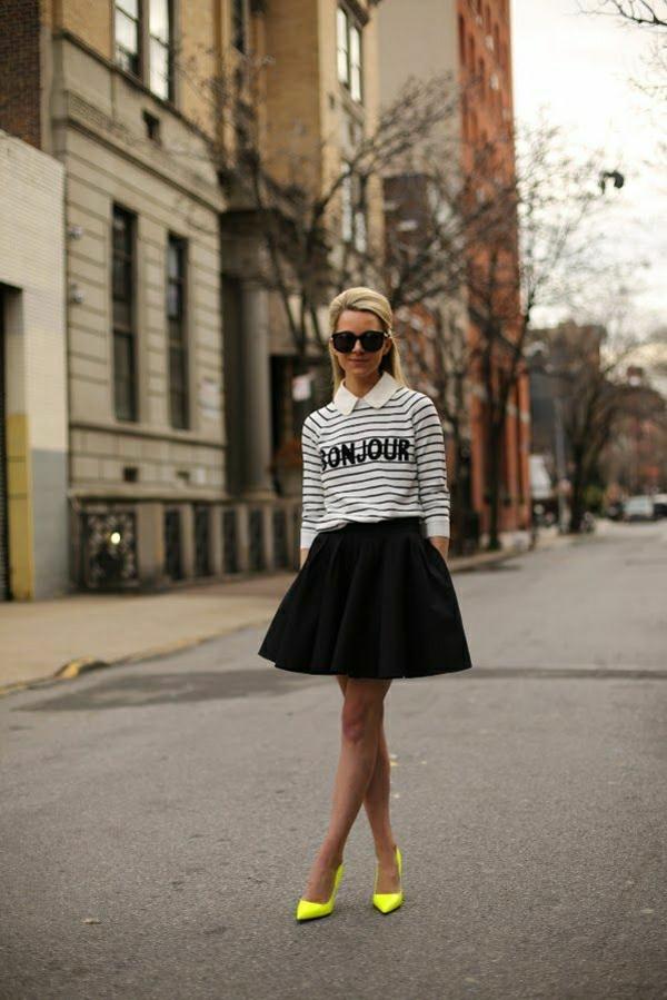 jupe-évasée-noire-chaussures-néons