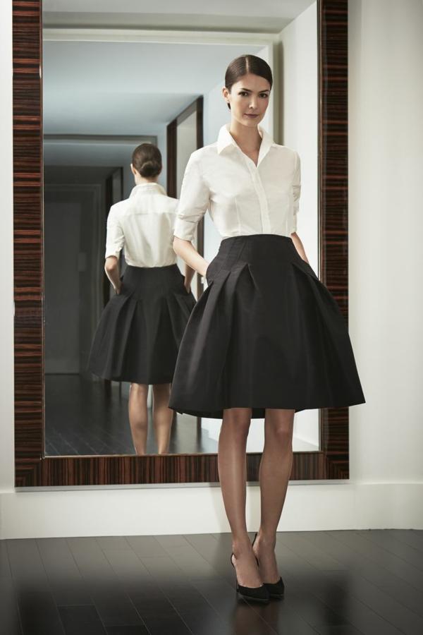 jupe-évasée-noire-et-une-chemise-blanche