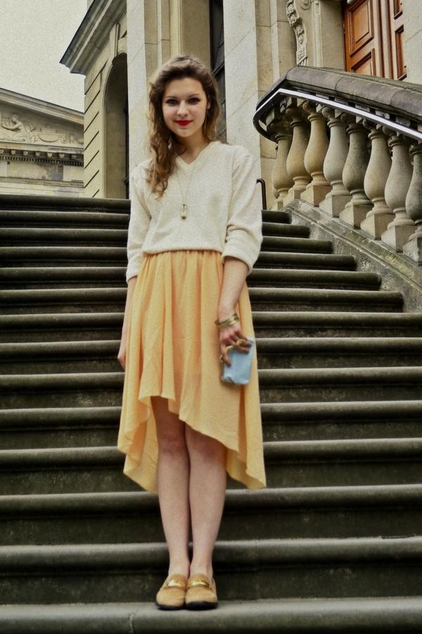 jupe-asymétrique-jaune-outfit-romantique