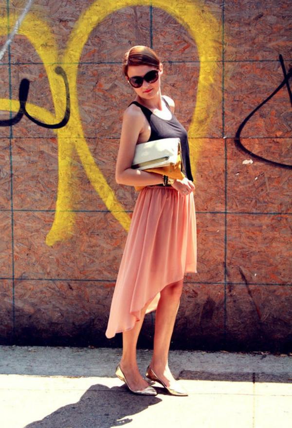 jupe-asymétrique-rose-féérique-chaussures-dorées