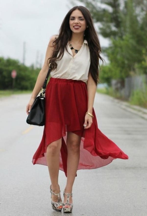jupe-asymétrique-rouge-avec-chiffon