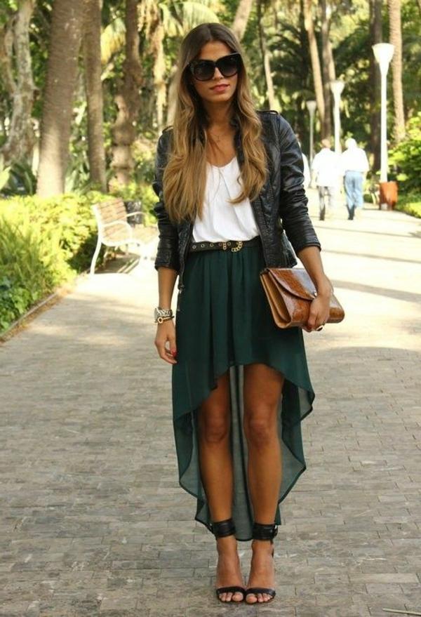 jupe-asymétrique-verte-design-superbe-et-un-jacket-en-cuir