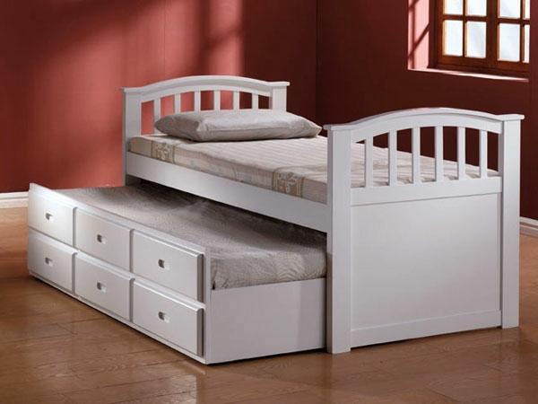 lit-gigogne-avec-des-armoir-en-blanc-et-matelat-petit-pour-enfant