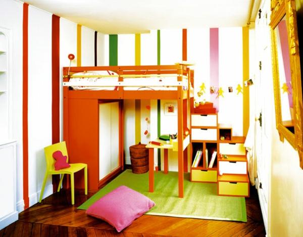 lit-surélevé-dans-une-chambre-d'enfants-en-couleurs-fraîches
