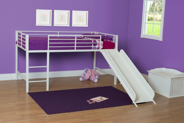 lit-surélevé-un-lit-avec-toboggan-murs-lilas