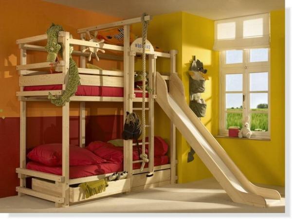 lits-superposés-avec-toboggan-design-amusant