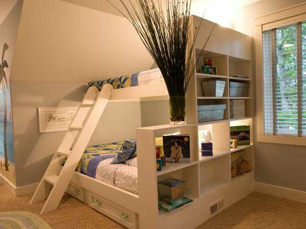 lits-superposés-construction-avec-étagère