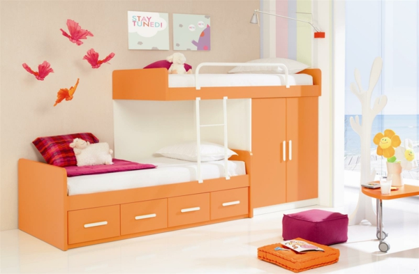 l 39 arrangement des lits superpos s dans la chambre d 39 enfant. Black Bedroom Furniture Sets. Home Design Ideas