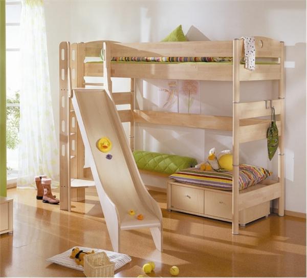 lits-superposés-design-amusant-avec-toboggan