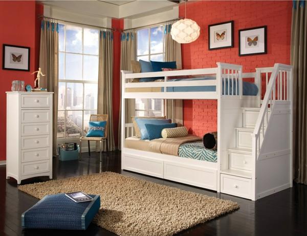 lits-superposés-design-blanc-tapis-beige-et-parement-mural-unique