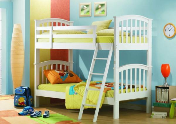 lits-superposés-design-simple-et-couleurs-radiantes