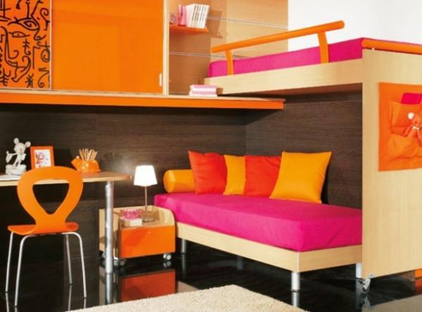 lits-superposés-et-couleurs-vives