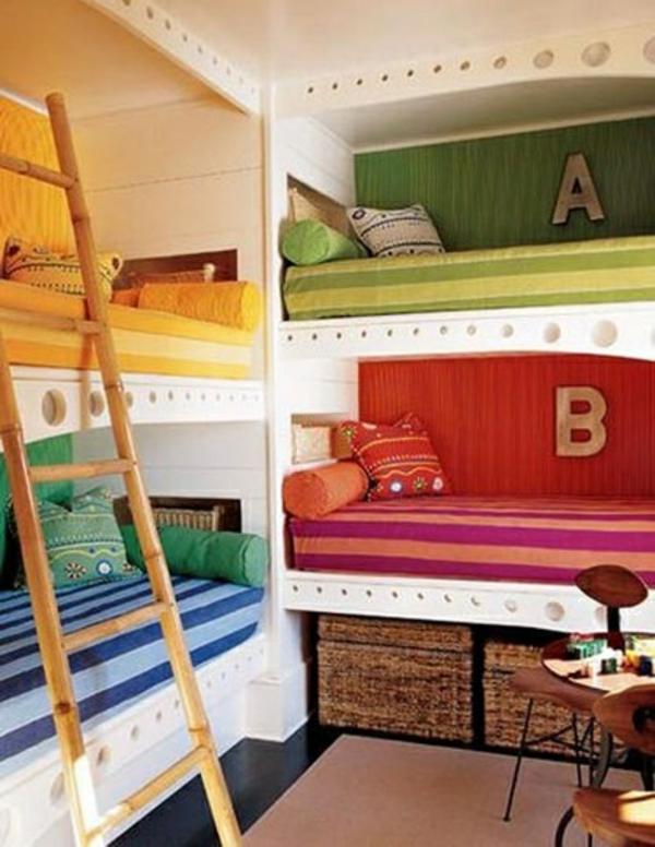 lits-superposés-matelas-colorés
