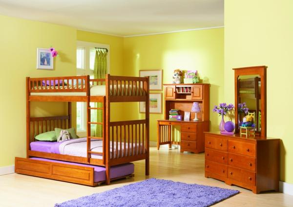 lits-superposés-modèle-en-bois-un-tapis-pourpre