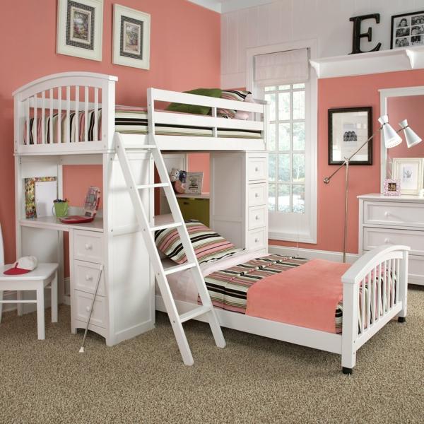 lits-superposés-murs-roses-lits-blancs-un-petit-bureau
