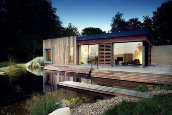 maison-passive-et-un-lac-biologique