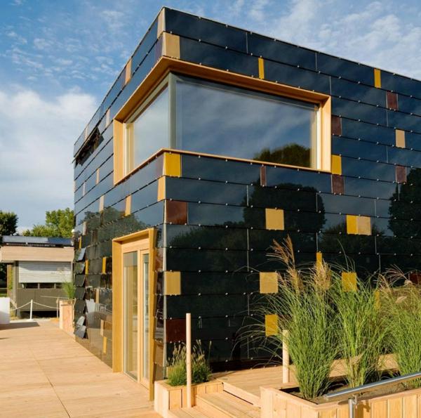 maison-passive-façade-noire