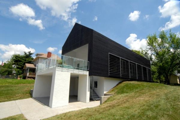 maison-passive-originale-revêtement-noir