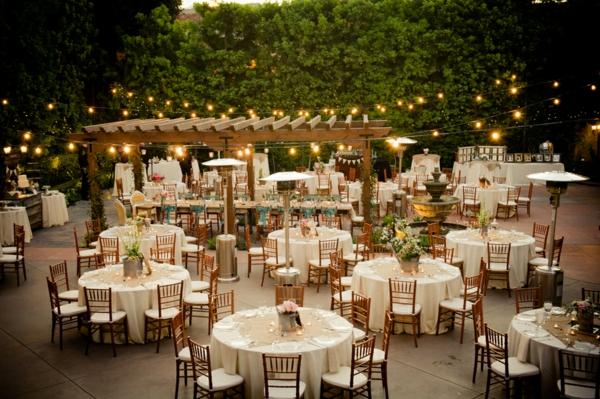 mariage-idee-de-deco-pour-mariage-champetre-avec-des-gurelenade-et-des-idées-unique