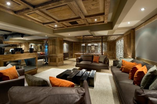 menuiserie-intérieure-dans-le-chalet-Edelweiss-plafond-élégant