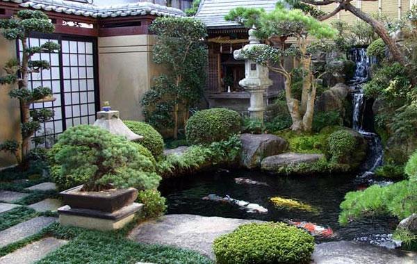 mini-jardin-japonais-imitant-un-jardin-japonais-traditionnel