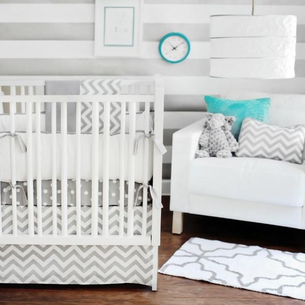 moderne-bebe-lit-en-blanc-dans-un-style-rétro