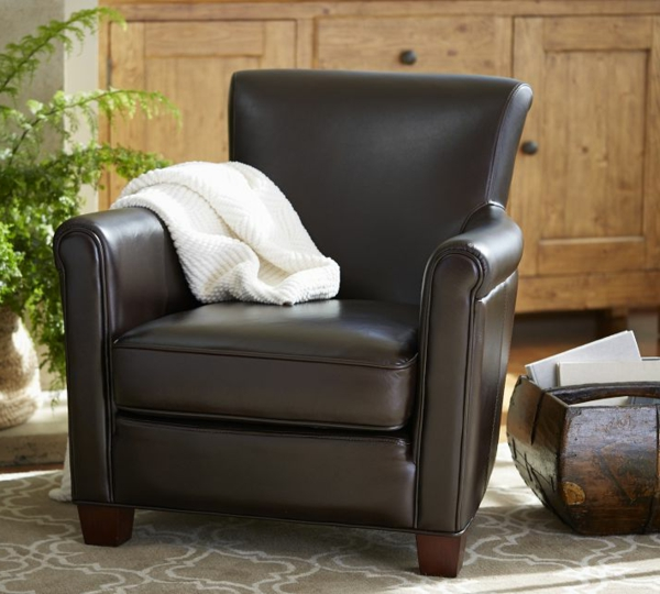 noir-chaise-pour-votre-confort-avec-des-armoires