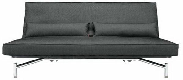 noir-et-confortable-canapé-avec-des-pied-avec-des-coussin-en-cuir