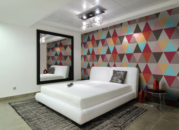papier-peint-graphique-coloré-dans-la-chambre-à-coucher