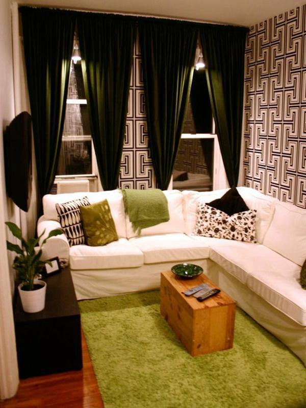 papier-peint-graphique-des-rideaux-lourds-et-tapis-vert