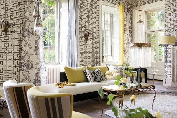 papier-peint-graphique-deux-fauteuils-sofa-et-table-en-fer-forgé