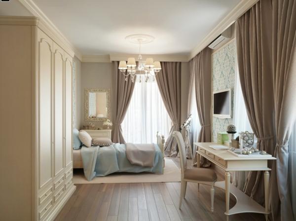 peinture-taupe-dans-une-chambre-à-coucher-rideaux-taupes