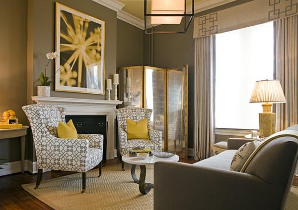 peinture-taupe-intérieur-original-fauteuils-vintage-coussins-jaunes