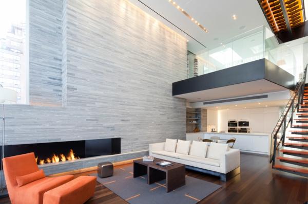 pierre-naturelle-pour-l'intérieur-sol-en-bois-mur-en-marbre-chaise-longue-orange-escalier-moderne