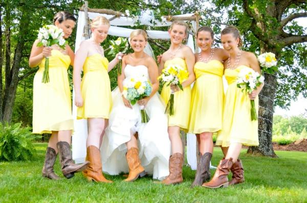 province-mariage-style-et-robes-de-maraige-en-jaune